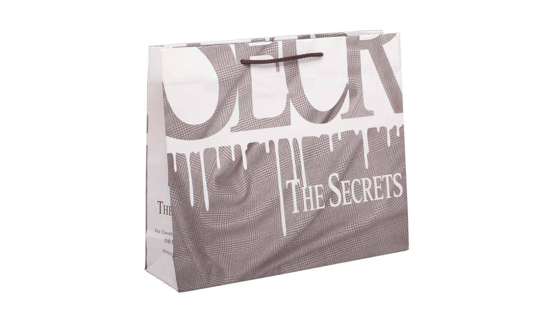 borsette in carta con disegni bianco e marrone chiaro