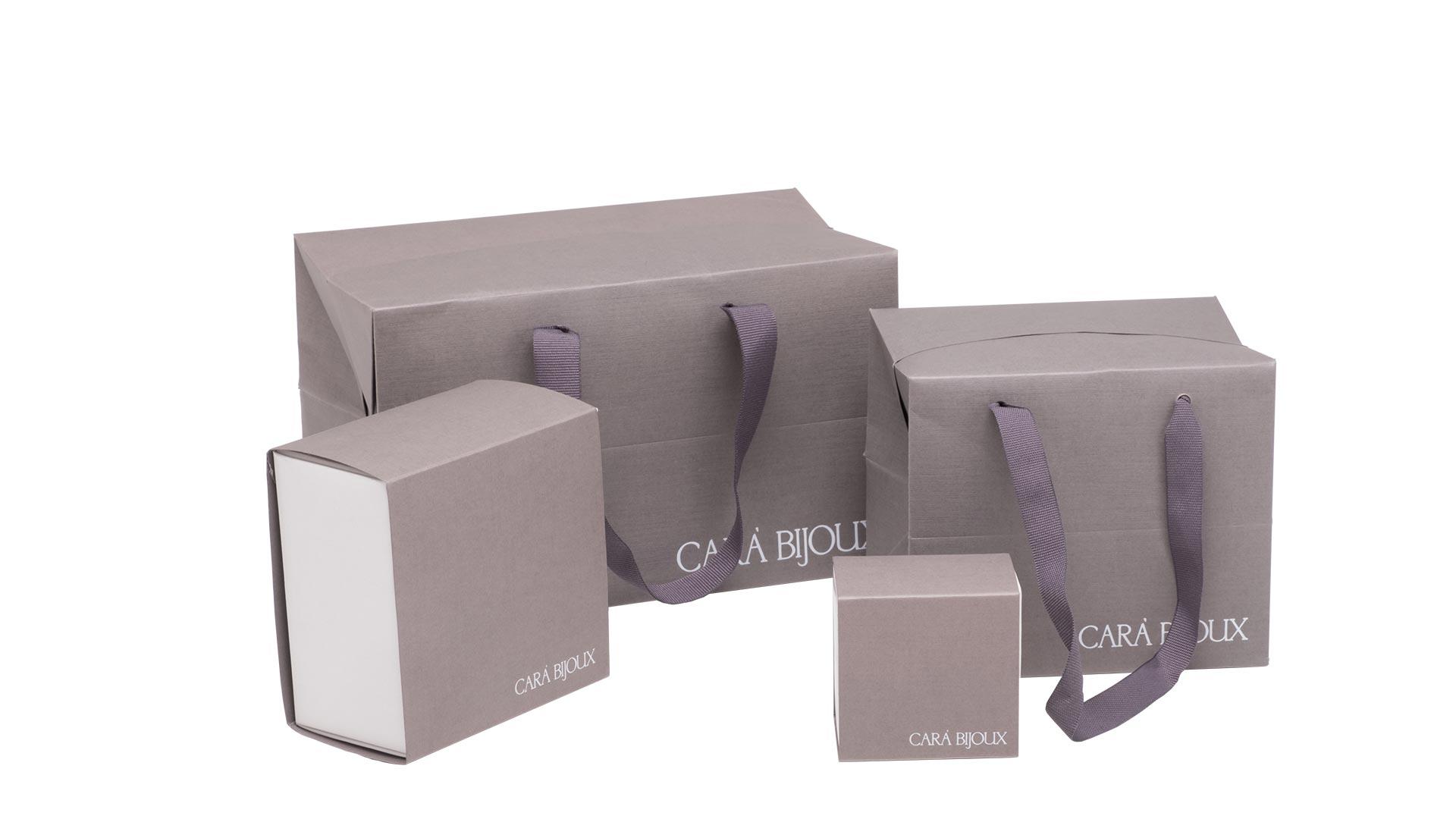 set di borsette in carta quadrate