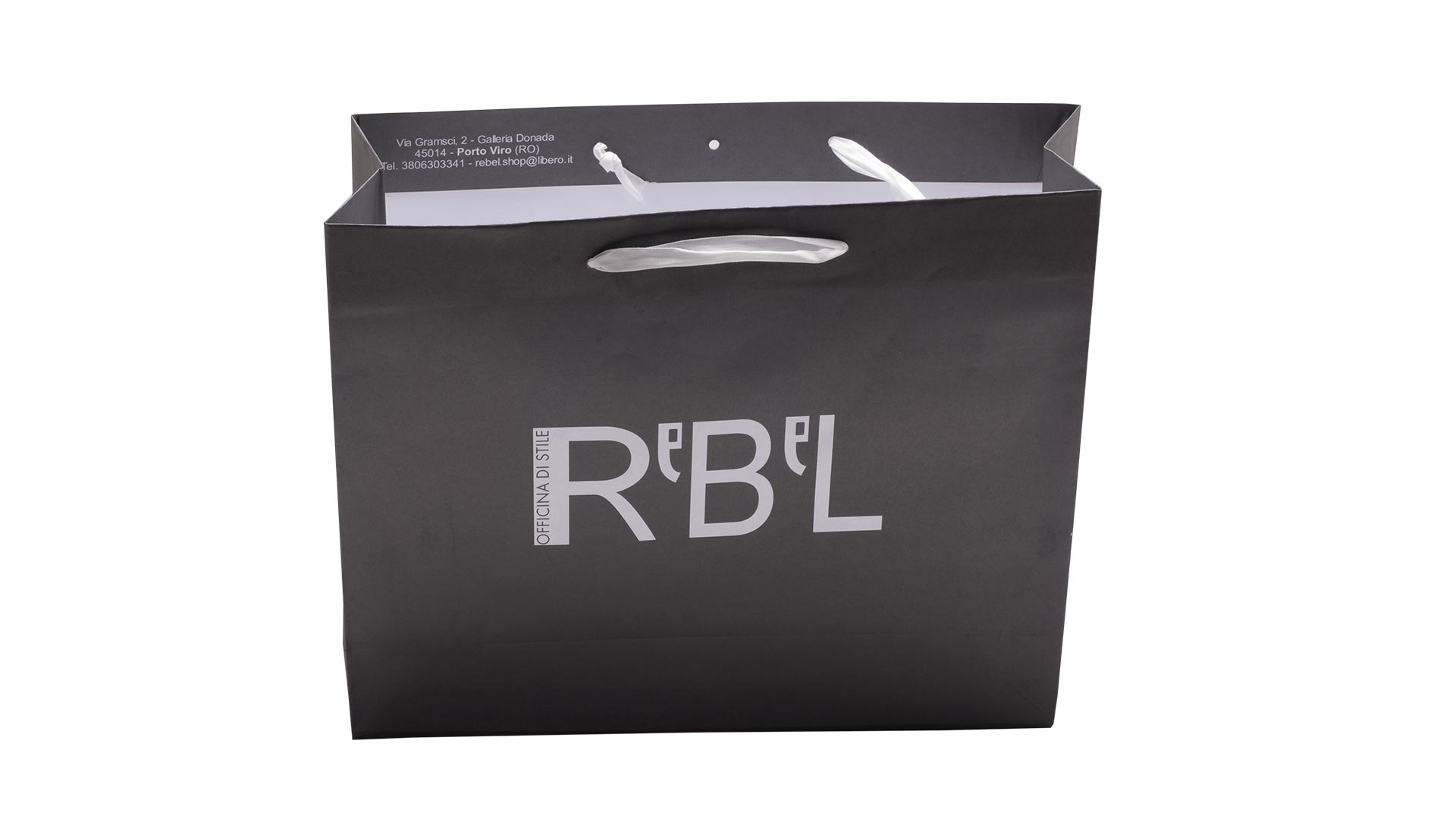 borsetta in carta nera con logo bianco