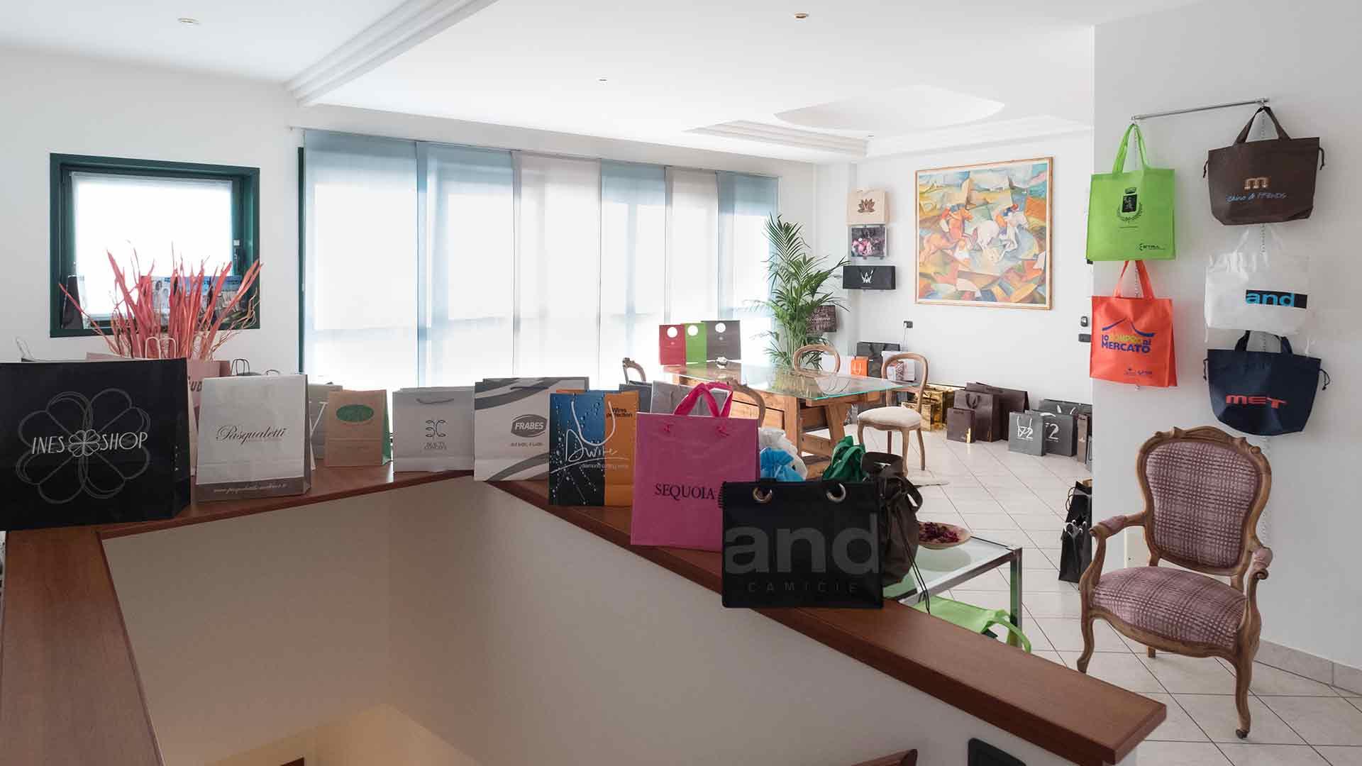 foto degli interni di prestige bags