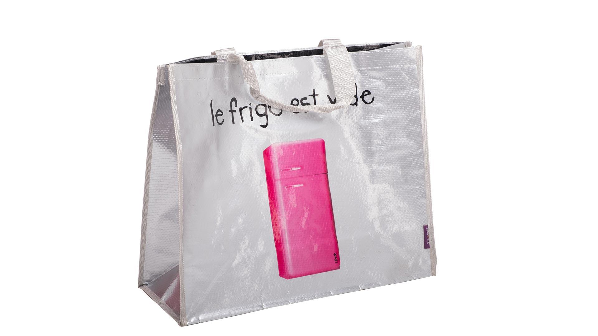 borsetta con disegno di un frigo di colore rosa con sfondo bianco